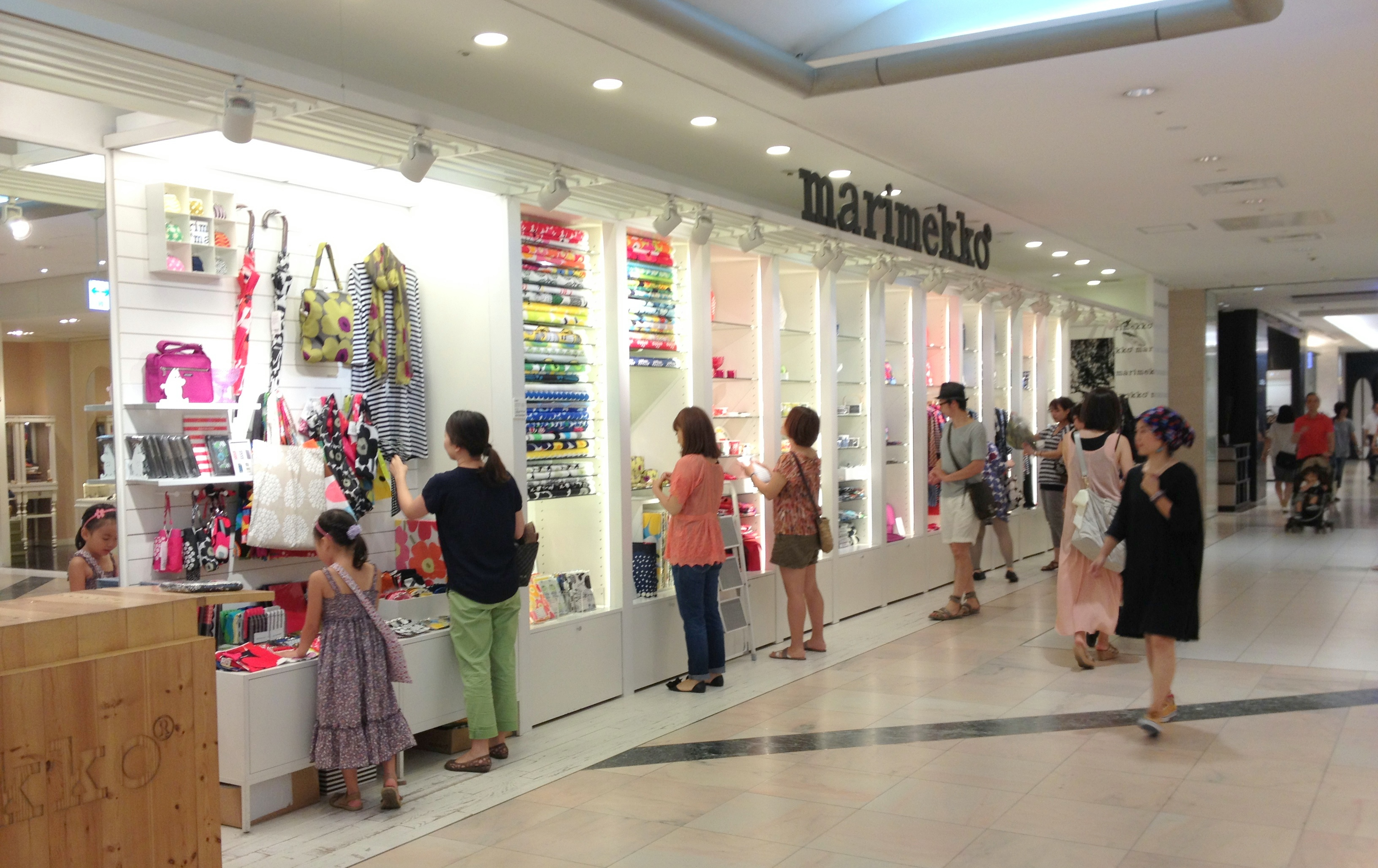The tokyo craft guide ebook blossom heart quilts heading into the first shopping centre there were two more craft stores to explore with a surprise marimekko store spotted too fandeluxe Document