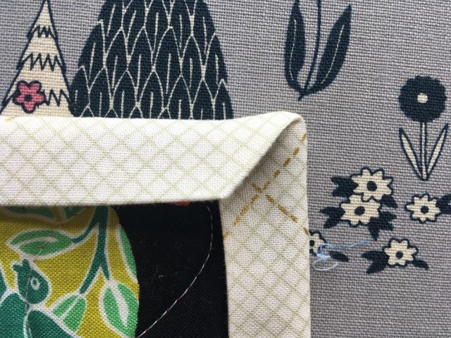 How to machine bind a quilt and mitre corners